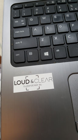 Sticker op laptop
